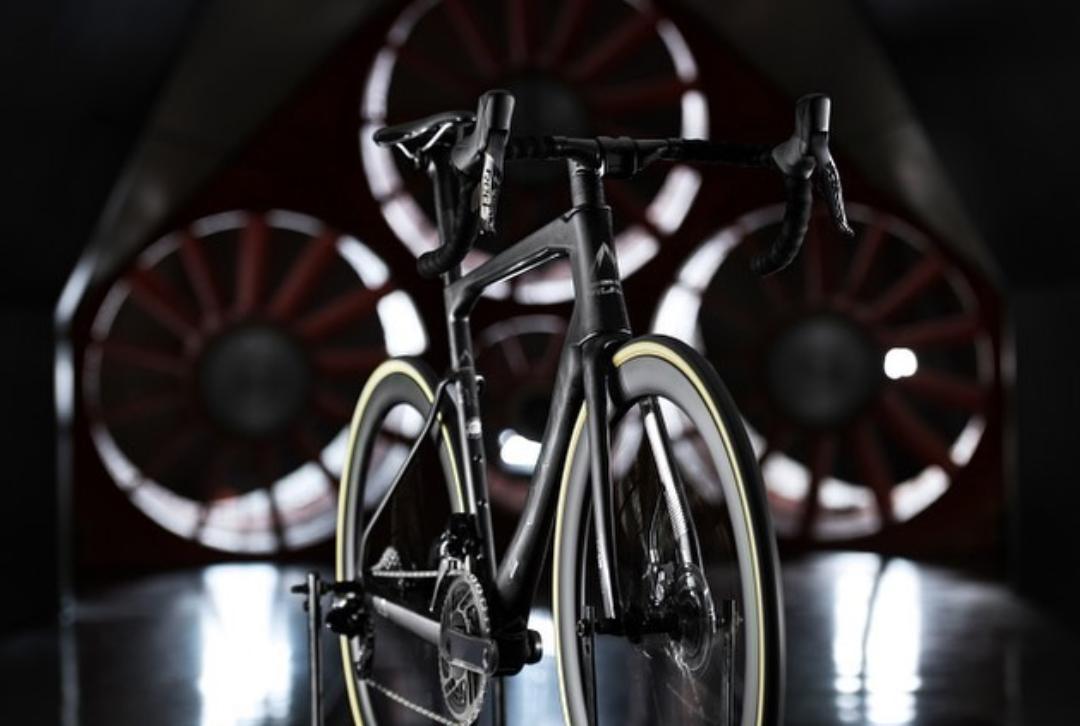 Hva bør du sikre deg av klær og utstyr til sykkelsesongen?